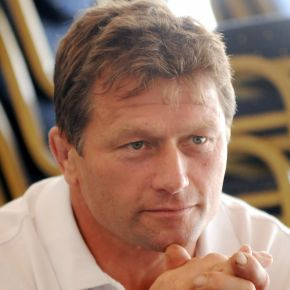 Plymouth Albion boss Dawe will check out trialists inpre-season