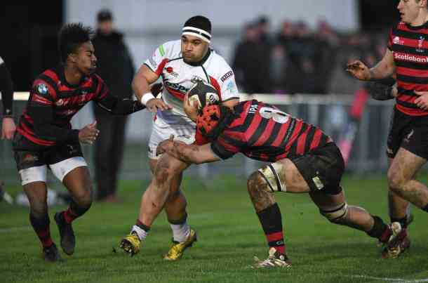 Sam Matavesi tries to force his way through Blackheath's defence on his return to Albion (picture by Graeme Truby/Pinnacle)