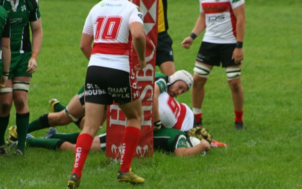 Justin Rogers scores a try for Ivybridge against Camborne