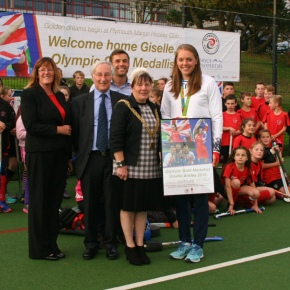 VIDEO: Olympic hockey gold medallist 'overwhelmed' on her return to Plymouth Marjon