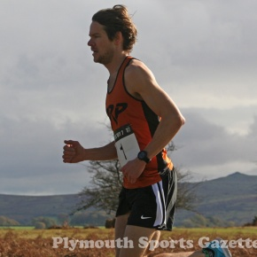 GALLERY: Andrews retains Tavy 7 title with strong run in windyconditions